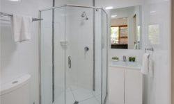 Apt 10 - Bathroom