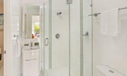 Apt 2 - Bathroom