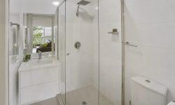 Apt 4 - Bathroom