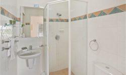 Apt 5 - Bathroom