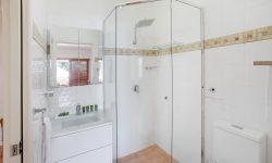 Apt 15 - Bathroom